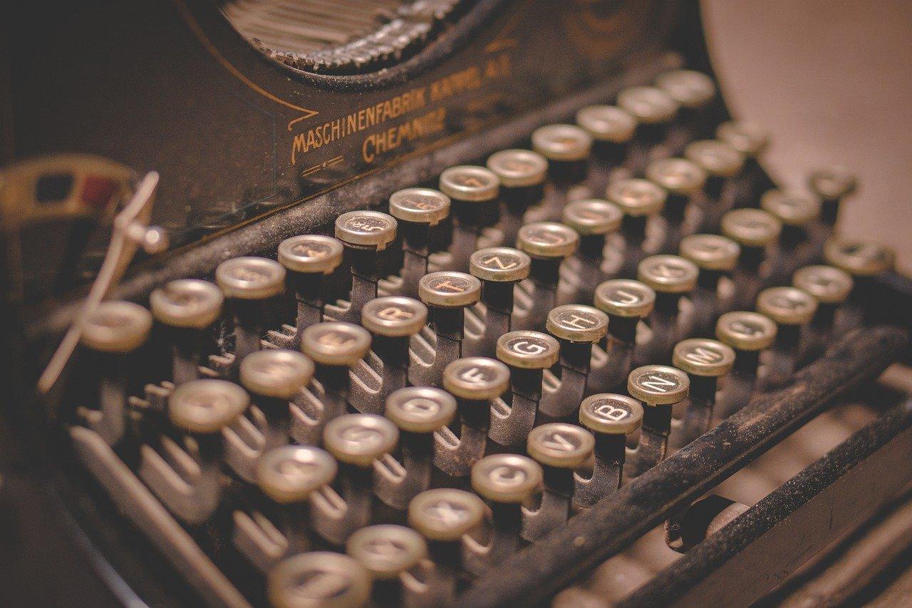 Typewriter Writing Text Writer Old  - iniesta44 / Pixabay